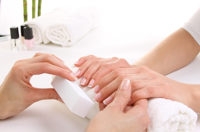 112768 12967634662 Winter Nail Care Tips From Expert Skyy Hadley