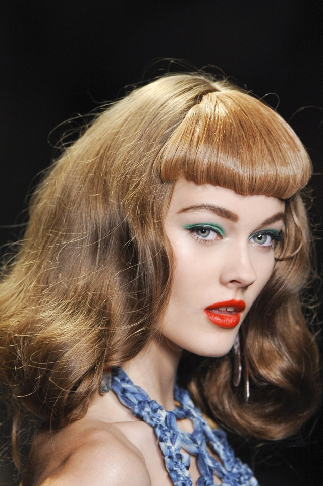 112857 12970868962 Beauty Banter: How Can I Wear Bright Shadow?
