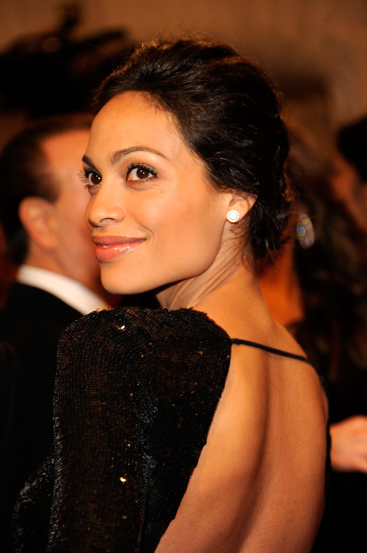 125257 13044318152 Get Rosario Dawsons Flawless Look From The Met Gala