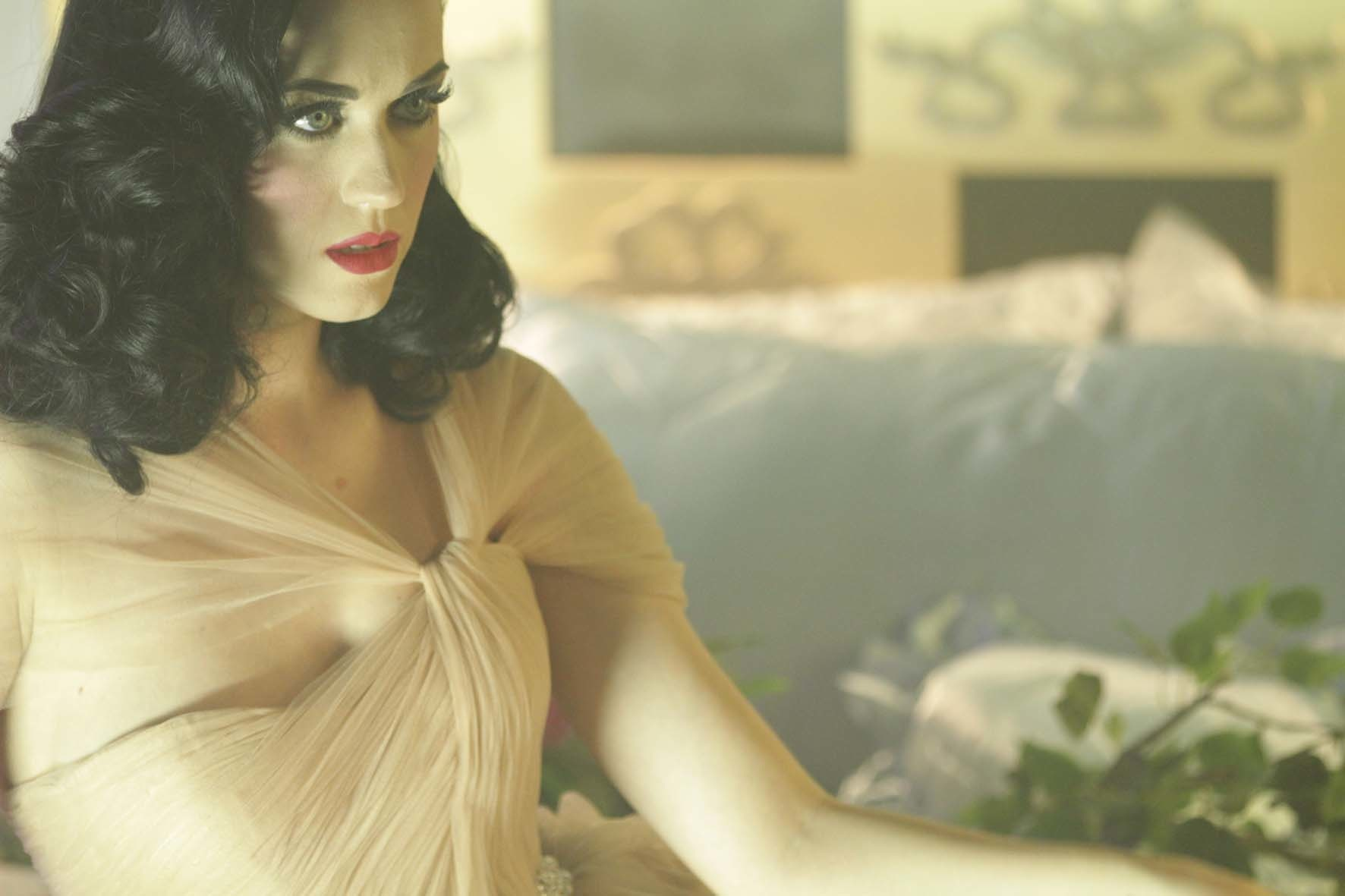 125922 13049497602 Behind The Scenes Of Katy Perrys ghd Campaign