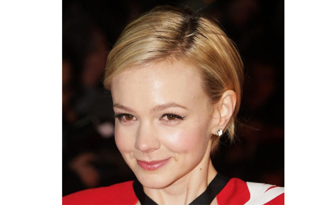 carey mulligan2 Carey Mulligans Makeup Artist Teaches Us How to Perfectly Apply False Lashes