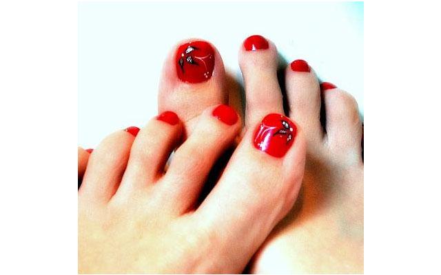 toenail art Toe Nail Art: How Far is Too Far?