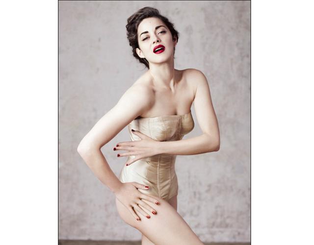 marion cotillard Marion Cotillard Matches Lips to Tips for Dior Magazine