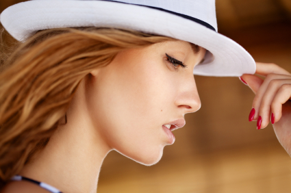 istock 000016862349xsmall How to: Prevent Flat, Frizzy Hair From Hats