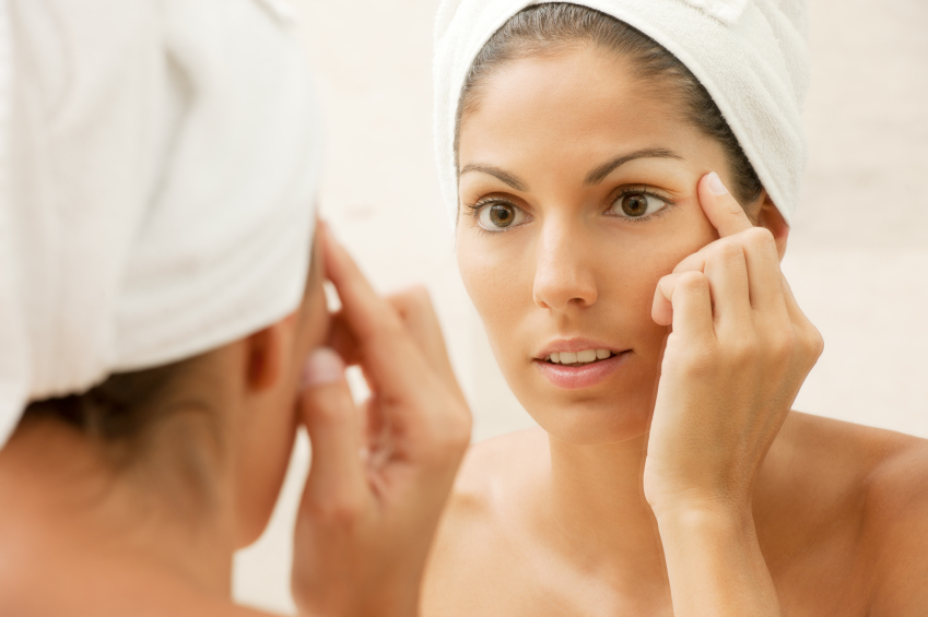 istock 000019212124small Beauty Mythbusters: Will Applying Vaseline Nightly Prevent Wrinkles?