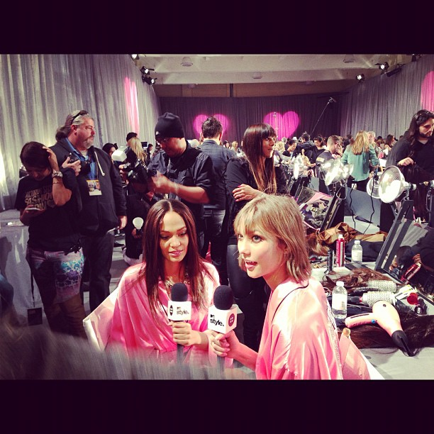 6df3cca6290011e2ad1922000a1c864f 7 5 Minutes with Karlie Kloss and Joan Smalls Backstage at the Victorias Secret Fashion Show
