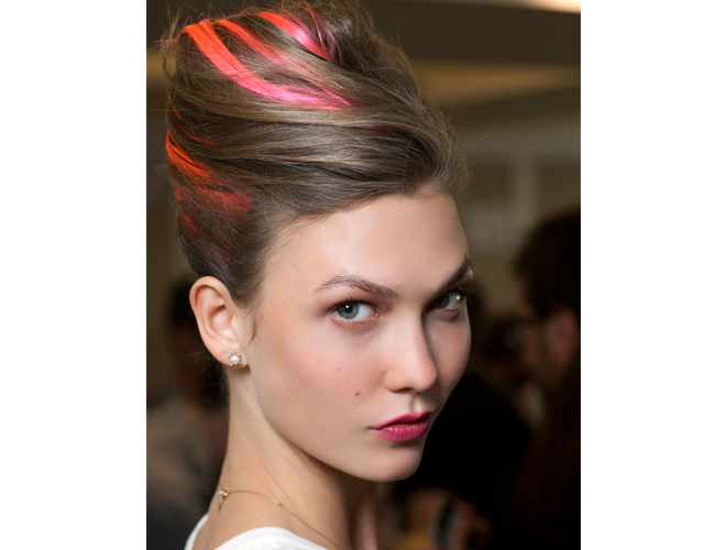 Karlie Kloss backstage at Oscar de la Renta with pink lips and pink streaked hair