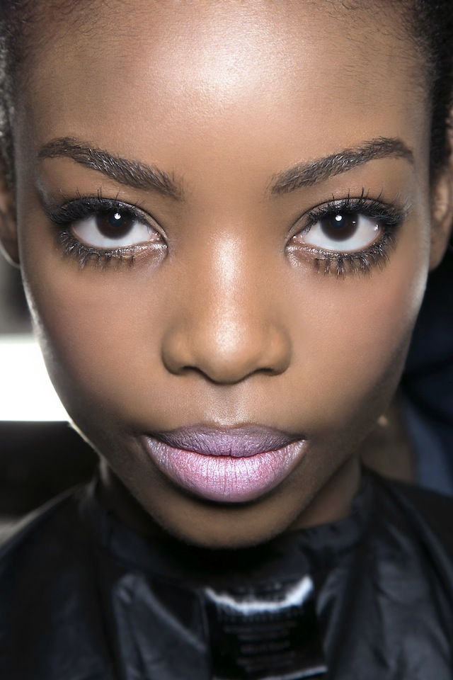 The 6 Mistakes You Need To Avoid When Tweezing Your Brows Stylecaster