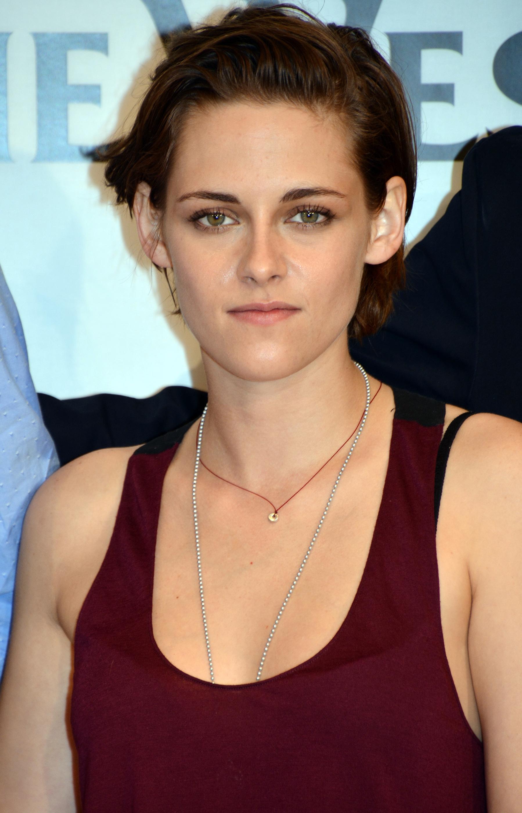 Kristen Stewart Has Brown Short Hair Stylecaster
