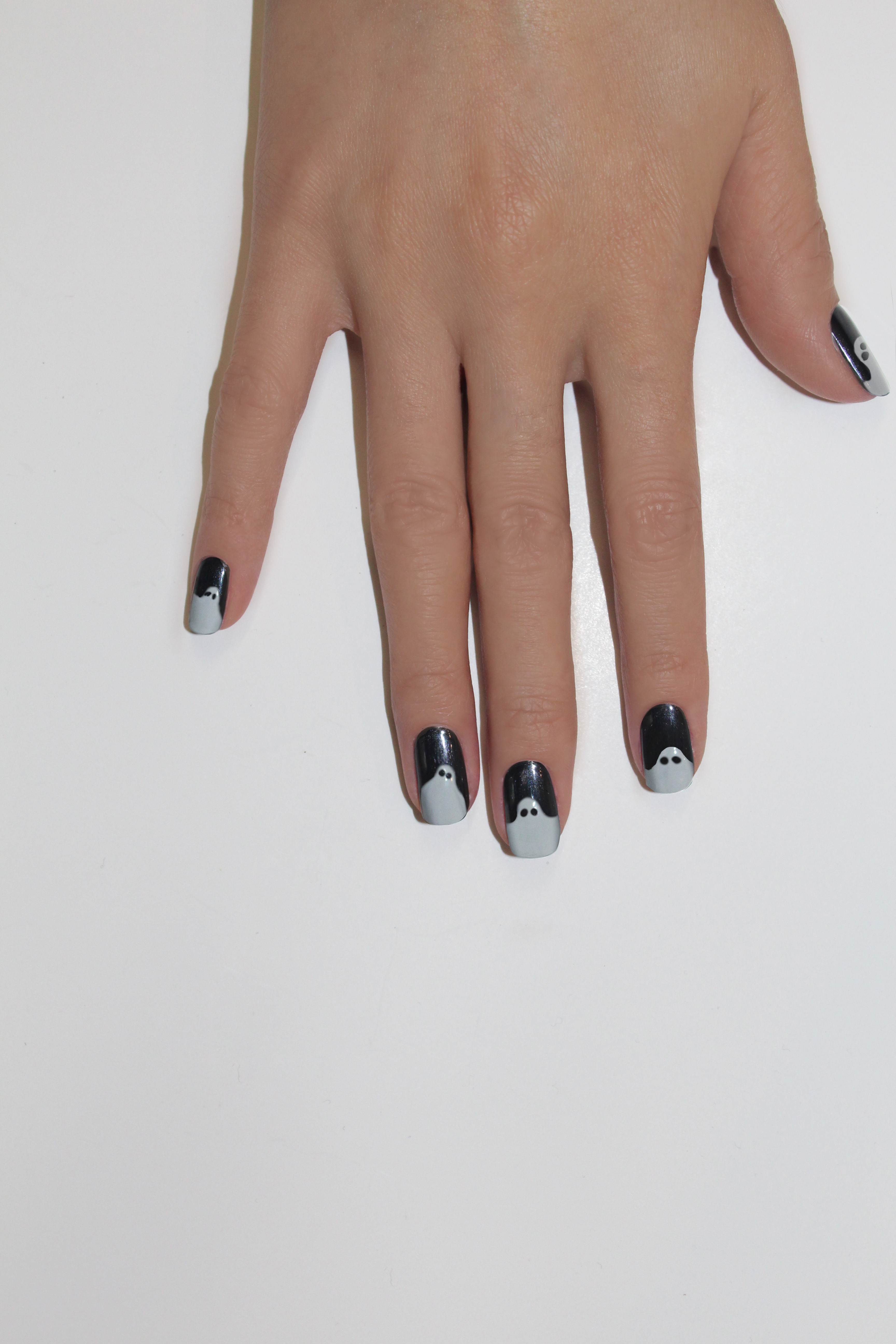halloween nail art ghosts